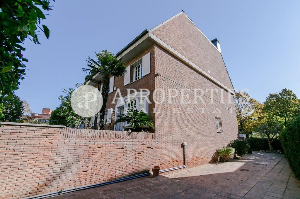 Casa con jard n en alquiler en pedralbes for Casa alquiler barcelona jardin