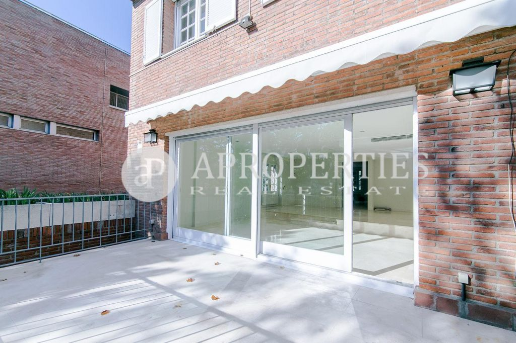 Casa con jard n en alquiler en pedralbes for Casa con jardin barcelona alquiler