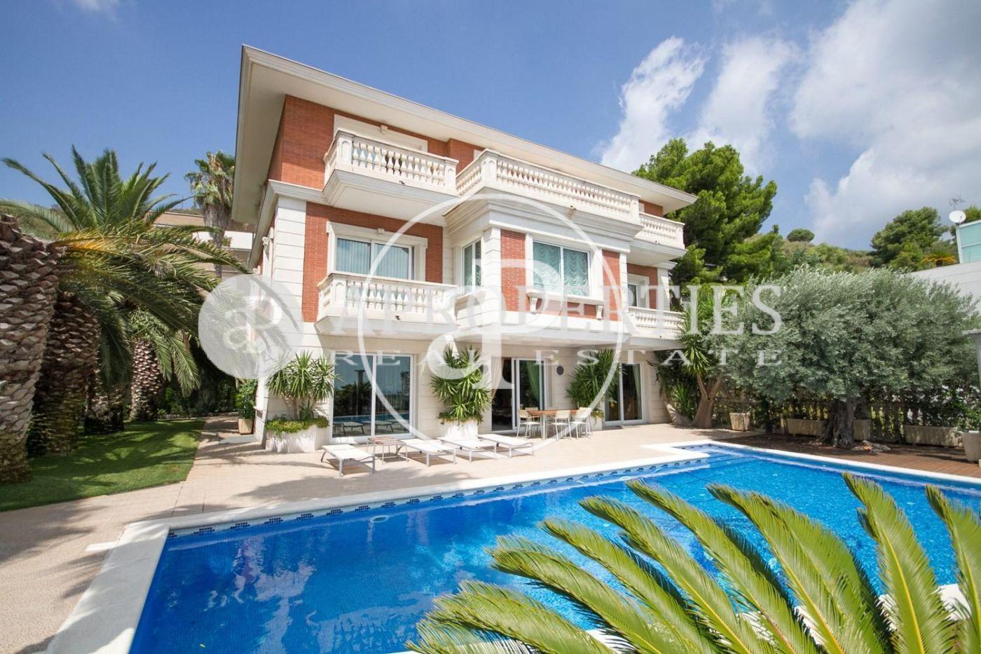 magnifique maison vendre peldralbes avec vue sur barcelone. Black Bedroom Furniture Sets. Home Design Ideas