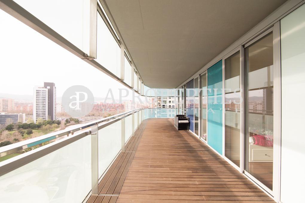 Fant stico piso con gran terraza en illa del mar barcelona - Pisos diagonal mar ...
