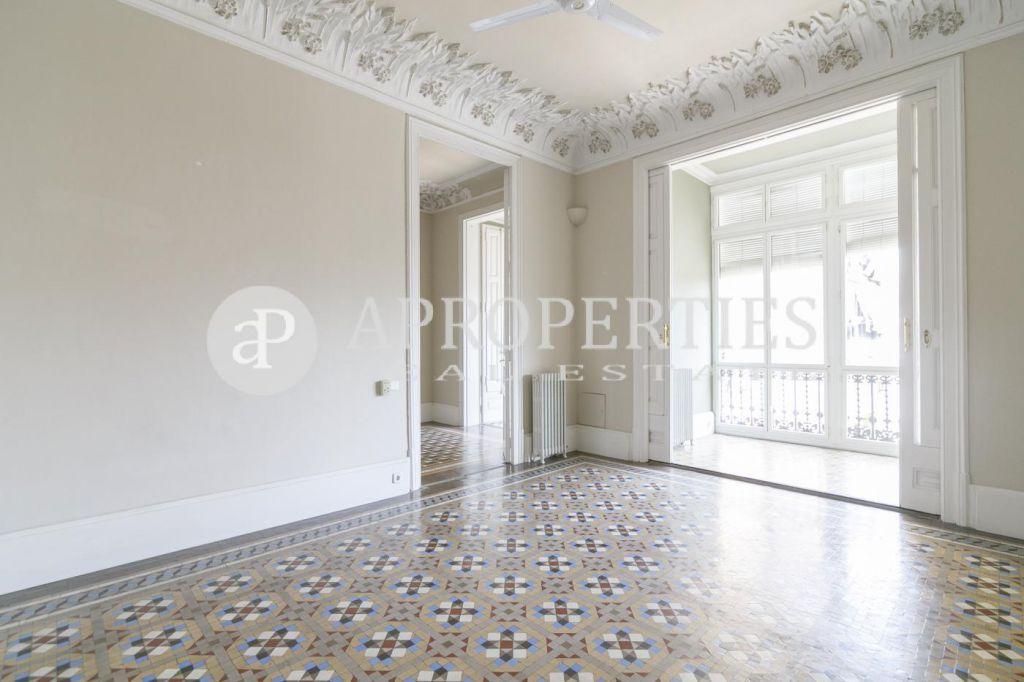 Hermoso piso modernista en una finca regia catalogada en - Finca regia barcelona ...
